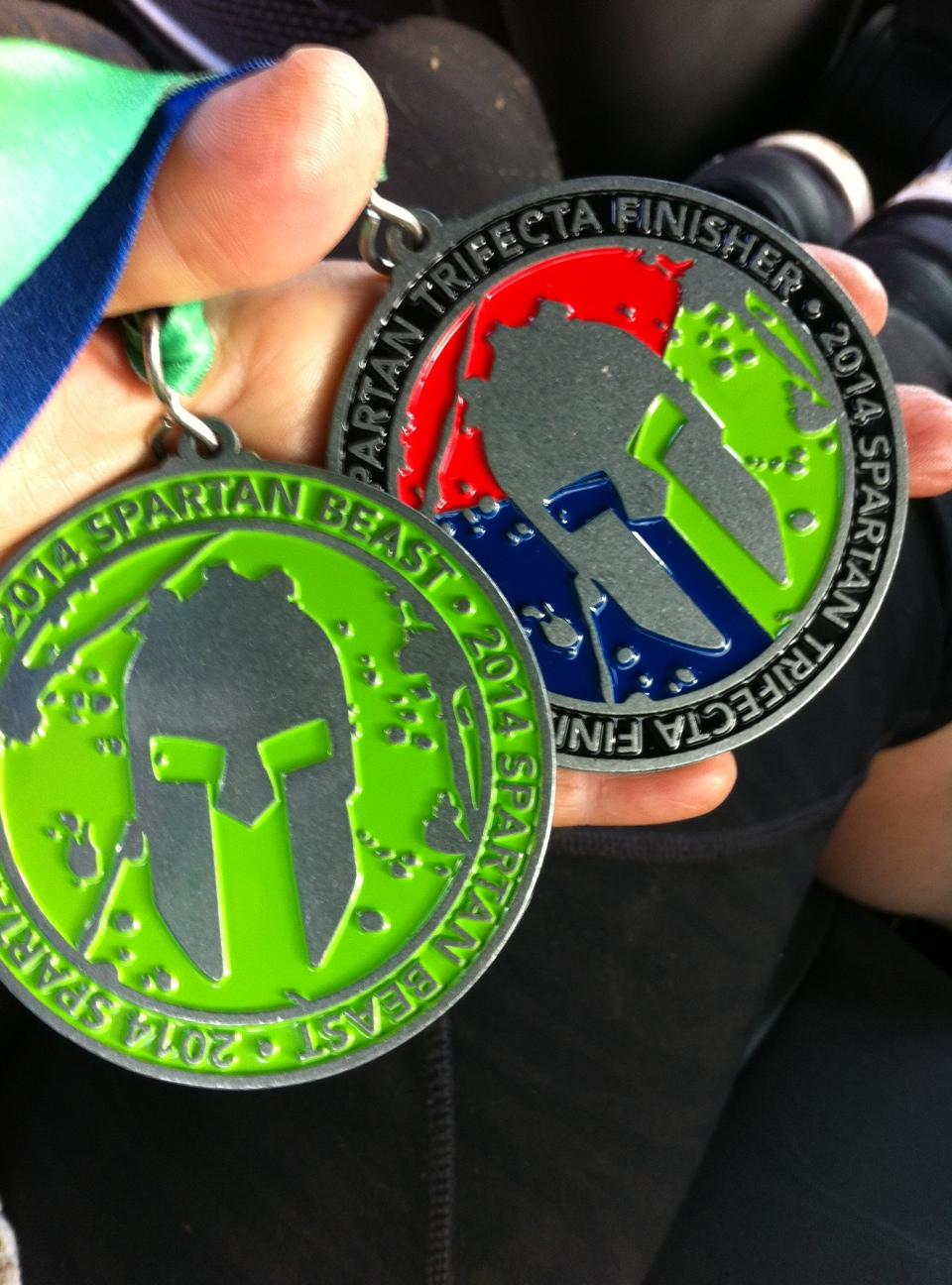 Beast und Trifecta Medaille
