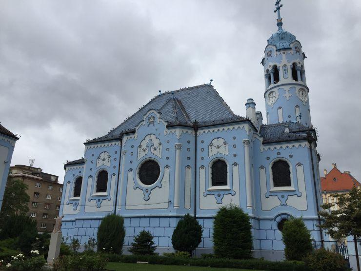 bratislava blaue Kirche