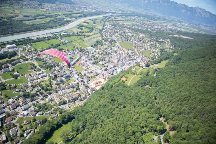 Liechtenstein Gleitschirm fliegen über Vaduz