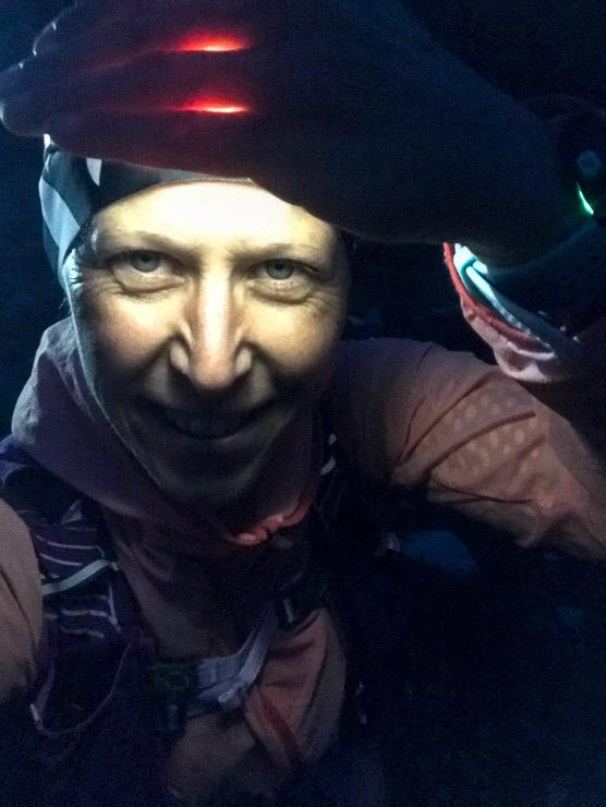 sonnenaufgangstour mit stirnlampe im dunkeln