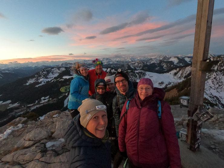 sonnenaufgangstouren mit freunden in den bergen